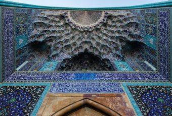 Seeing Through the Infinity: Muqarnas in the Islamic World